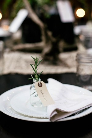 creative-place-card-ideas-bottle-of-greenery