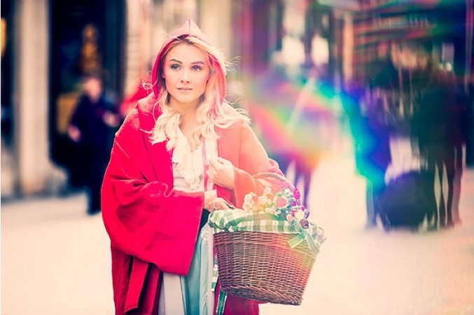 Red-Riding-Hood-Rotkäppchen-Vienna-Wien-Cochic-Photography-Project-fairy-tale-modern-city-2