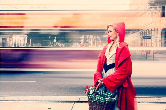Red-Riding-Hood-Rotkäppchen-Vienna-Wien-Cochic-Photography-Project-fairy-tale-modern-city-3