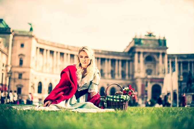 Red-Riding-Hood-Rotkäppchen-Vienna-Wien-Cochic-Photography-Project-fairy-tale-modern-city-31