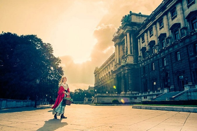 Red-Riding-Hood-Rotkäppchen-Vienna-Wien-Cochic-Photography-Project-fairy-tale-modern-city-6